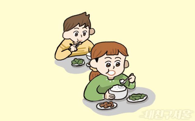 음식을 먹을 때만 잠깐 마스크를 벗고 식사를 마치면 바로 마스크 쓰기